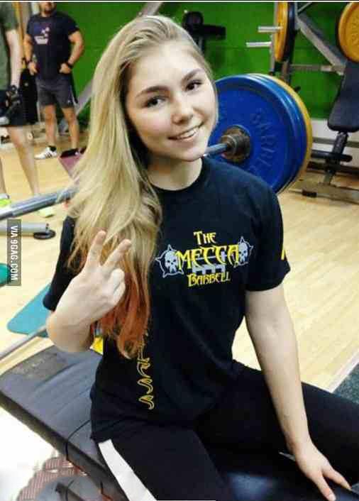 عکس های دختر قوی خوش اندام روس در سوریه