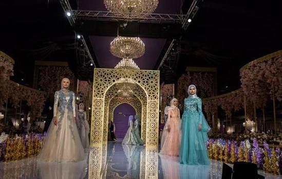 عکس های دختران زیبای روس در مراسم شوی لباس اسلامی!