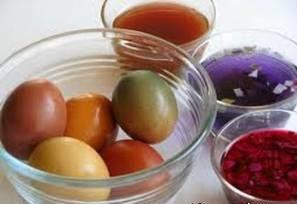 رنگ کردن تخم مرغ زنگی عید با رنگ های طبیعی