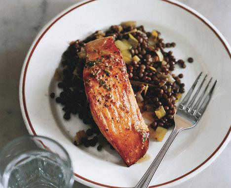 ماهی سالمون با عدس