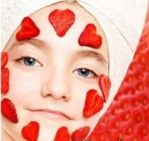 استفاده از ماسک توت فرنگی برای داشتن پوست زیبا و جذاب