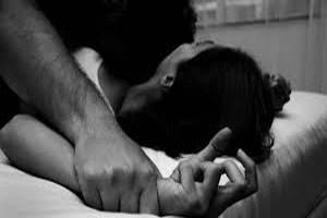 ورود دو پسر از راه بالکن به اتاق خواب دختر به منظور تجاوز جنسی!