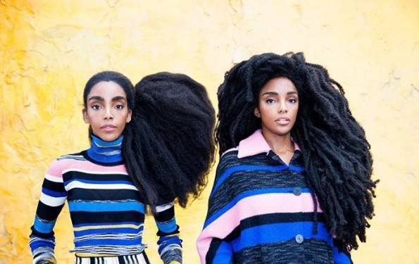 این دو خواهر دوقلو به دلیل موهای عجیب و غریب معروف شدند! +عکس