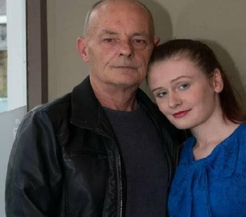 ماجرای دختر 18 ساله ای که عاشق پیرمرد 60 ساله شده!