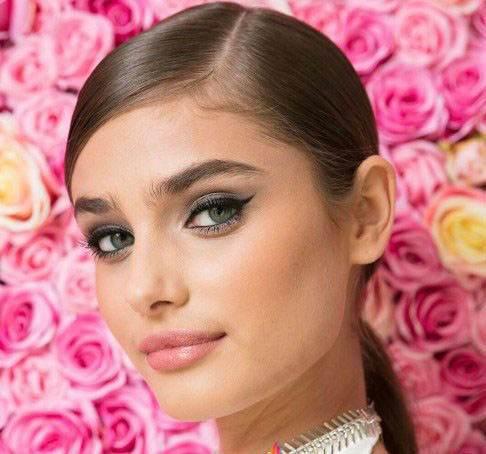 عکس های بدون آرایش ملکه جذاب ویکتوریا سکرت