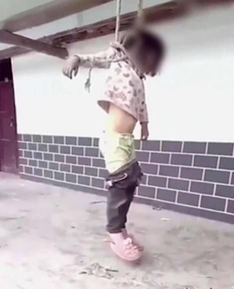 کار زشت و شرم آور پدر که با دختر 8 ساله اش در خیابان کرد! +عکس