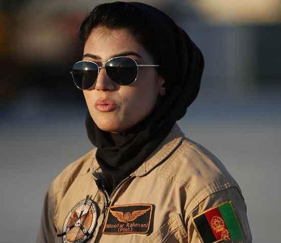 این دختر جوان افغان زیباترین خلبان دنیا است!