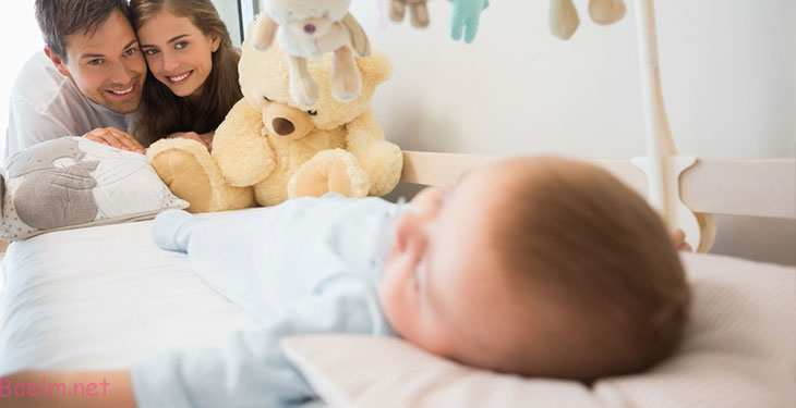 مشکل بیدار شدن نوزاد در نیمه شب و روش های صحیح خواباندن نوزاد