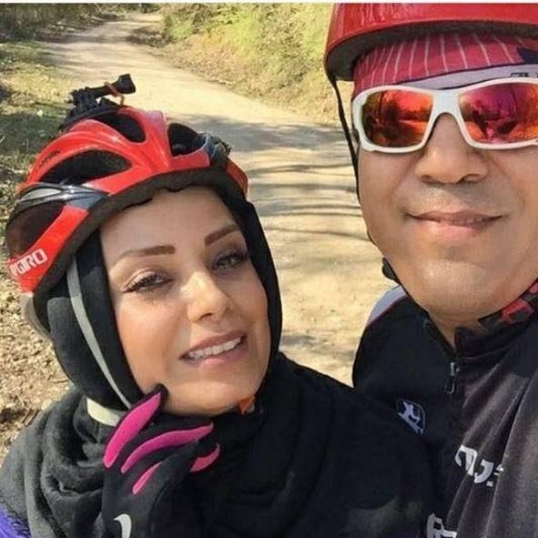 صبا راد در حال دوچرخه سواری