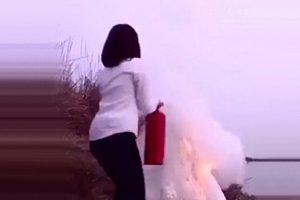 فیلم عروس خانمی که جلوی دوربین خودش را آتش میزند!