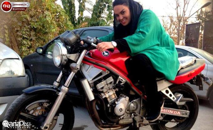 دختر موتورسوار ایرانی که لباس پسرانه می پوشید دستگیر شد! +عکس