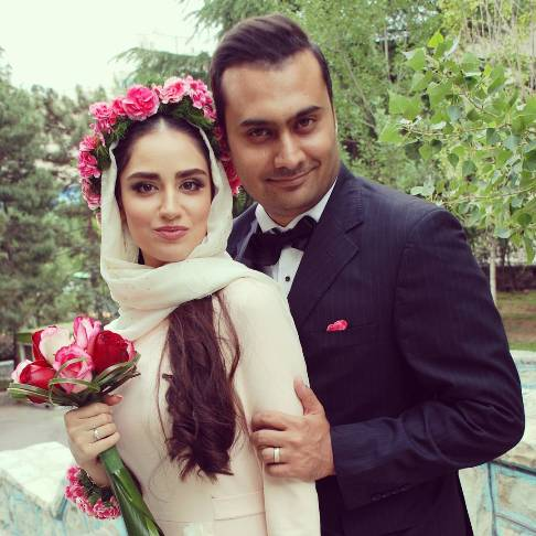 Photo of عکس های خانم بازیگر جوان هانیه غلامی در مراسم عقد در کنار شوهرش