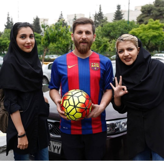 Photo of عکس جالب از دو دختر ایرانی در کنار لیونل مسی!