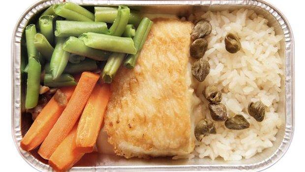 دلیل بی مزه بودن غذا در هواپیما چیست؟