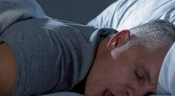 دلیل ریختن آب دهان هنگام خواب چیست؟ 1