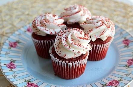 طرز تهیه کاپ کیک های قرمز مخملی
