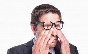 مالیدن چشم ها به دلیل خستگی چه عوارضی دارد؟