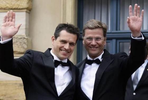 عکس هایی از مراسم عجیب ازدواج همجنس گرایان!