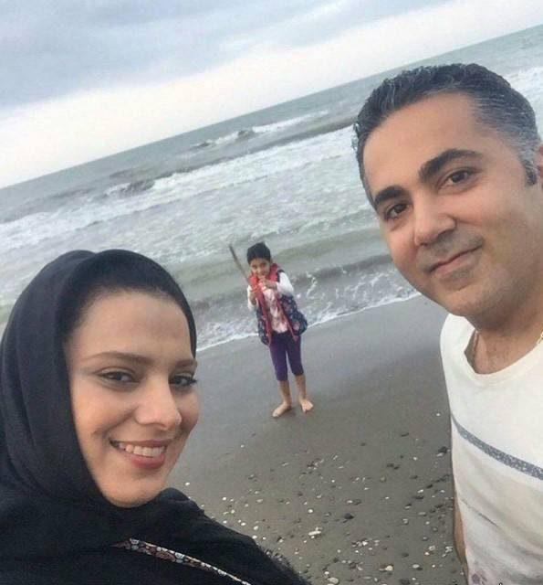 روشنک عجمیاندر کنار همسرش