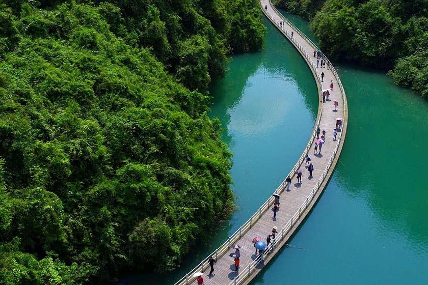 پل معلق روی آب در چین