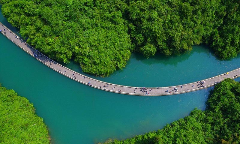 Photo of تصاویر پل معلق روی آب در چین مکانی زیبا و تفریحی