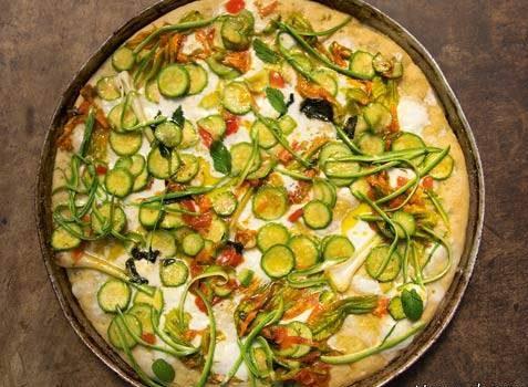 طرز تهیه پیتزا لوبیا سفید با کدو