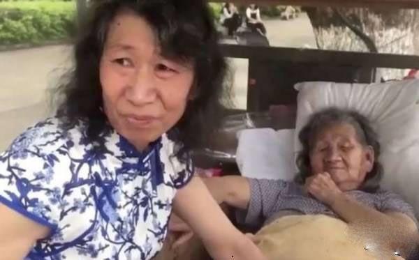 مرد جوان به دلیل نگهداری از مادرش تبدیل به زن شد