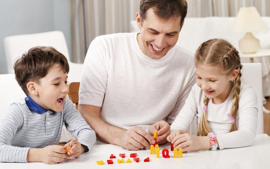 بازی کردن با فرزندان