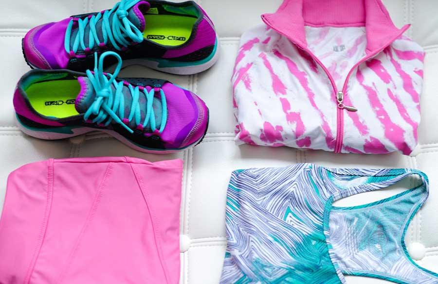 ست لباس ورزشی زنانه که برای پوشیدن در باشگاه انتخاب میکنند