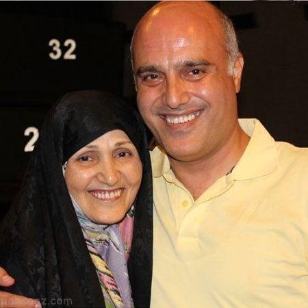سعید داخ در کنار مادر عزیزش