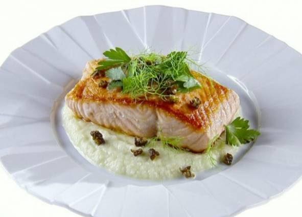خوراک ماهی سالمون با رازیانه