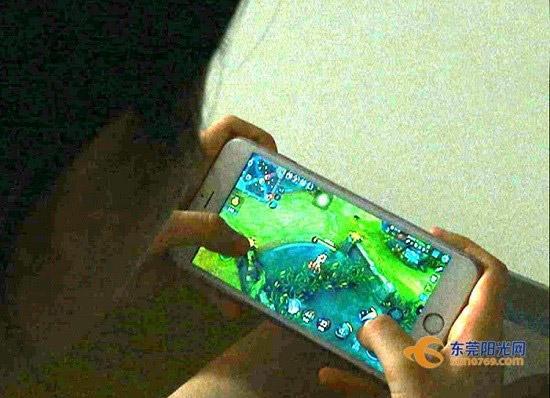 نابینا شدن با گوشی موبایل