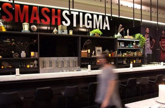 تمام کارمندان این رستوران بیماری ایدز دارند