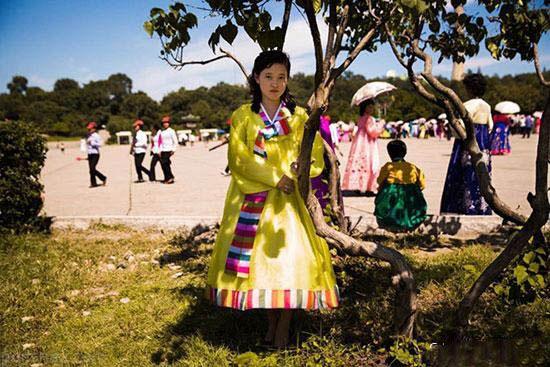 عکس هایی از زنان و دختران کره شمالی و زندگی سخت آنها