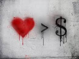 رابطه بین عشق و پول | آیا می توان عشق را با پول خرید؟