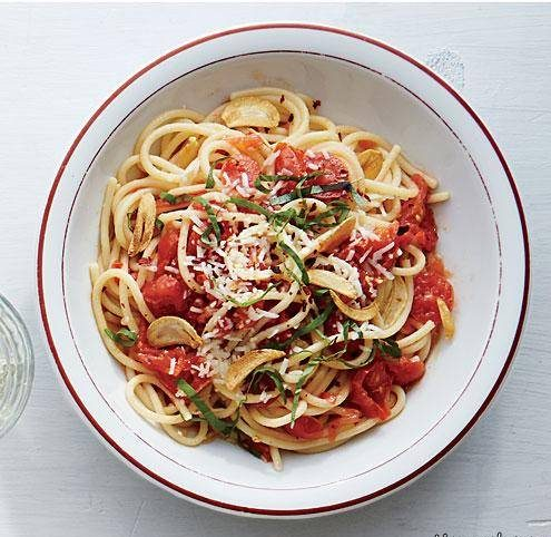 اسپـاگتی سیر و گوجه فرنگی