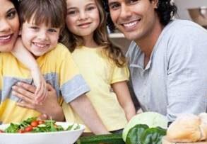 فواید غذا خوردن کودک در کنار خانواده