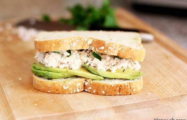 ساندویچ تن ماهی و آووکادو