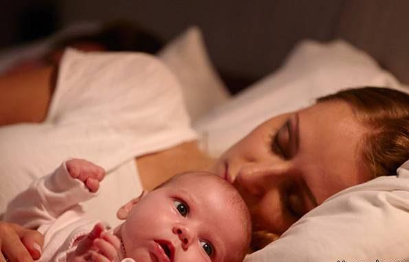 آیا خوابیدن کودک به همراه پدر و مادر درست است؟