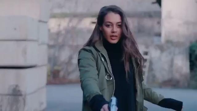 بیوگرافی دیلان چیچک دنیز بازیگر نقش سو در سریال تقاطع