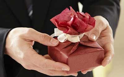 چه هدیه ای باعث خوشحالی خانمها می شود؟