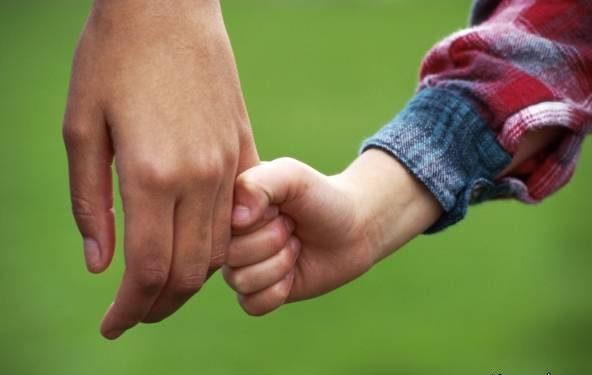 دلیل وابستگی شدید کودک به پدر و مادر چیست؟