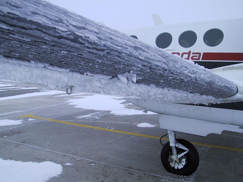 لغو پروازها هنگام طوفان و بارش برف
