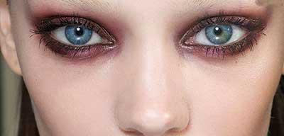 انتخاب بهترین رنگ های سایه چشم برای چشمان آبی رنگ