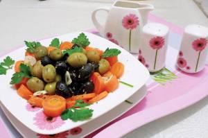 طرز تهیه سالاد هویج و زیتون