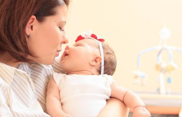 نوزاد را چگونه بغل کنیم؟