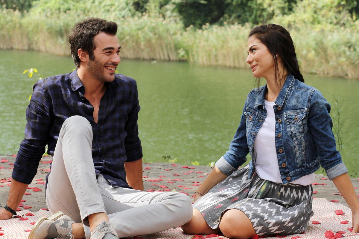 دانلود سریال ترکی بوی توت فرنگی با دوبله فارسی