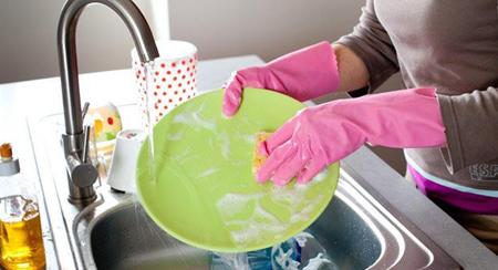 هنگام شستن ظرف ها این اشتباهات را انجام ندهید