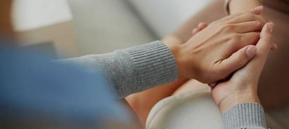 تاثیرات جالب گرفتن دست همسر بر سلامتی