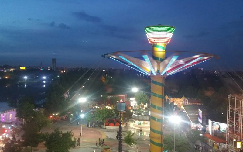 بزرگ ترین چرخ و فلک خاورمیانه در پارک و شهربازی ملت در مشهد
